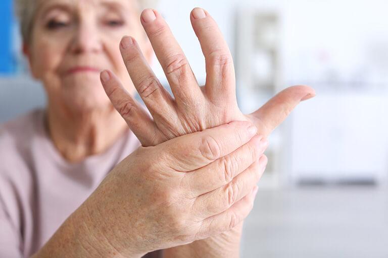 Cách bấm huyệt chữa tê chân tay bạn nên thử